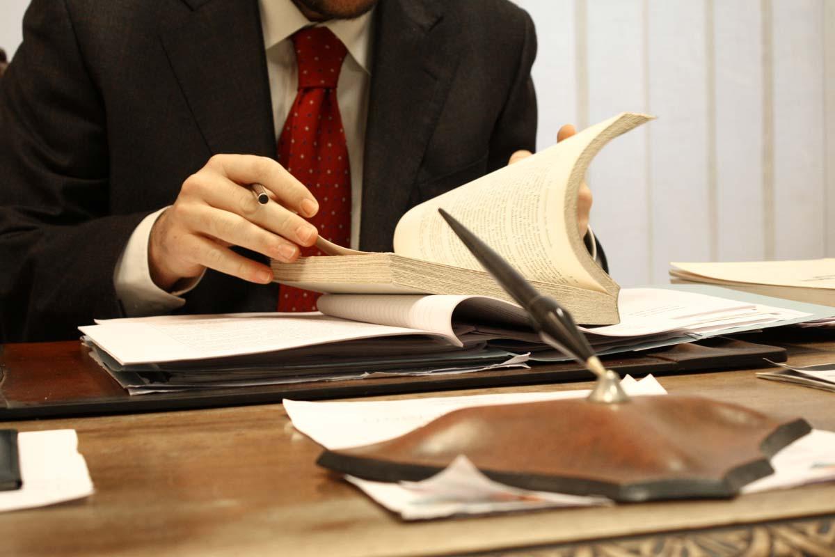 Жалоба на адвоката: образец, как пожаловаться и куда подавать