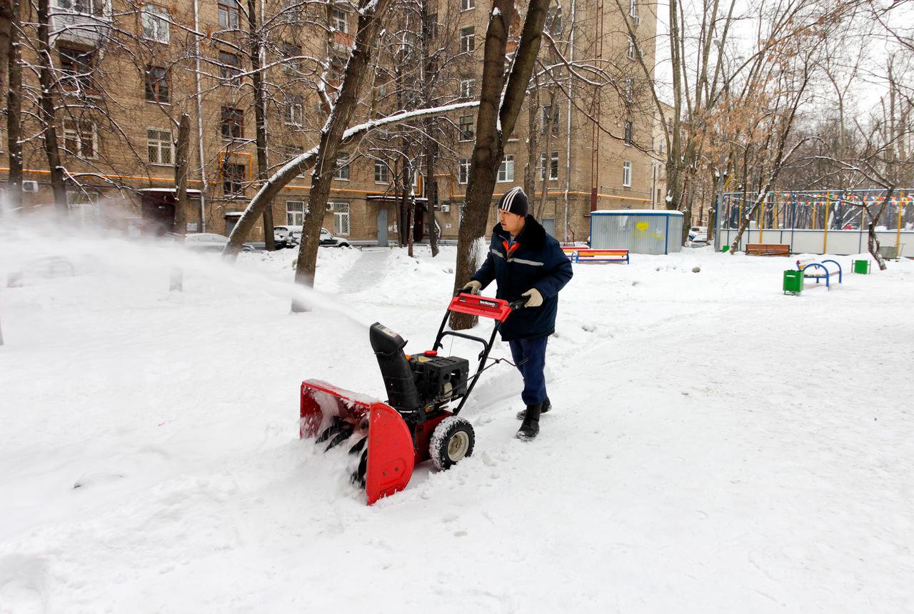 Куда жаловаться если не чистят снег во дворе: подать жалобу на плохую уборку дорог и с территории дома
