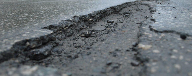 Куда жаловаться на ямы на дорогах?